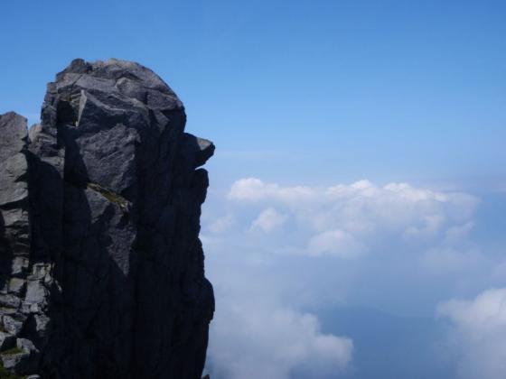 19天狗岩と雲