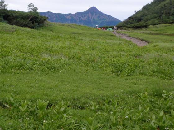 26笠ヶ岳を見ながら出発