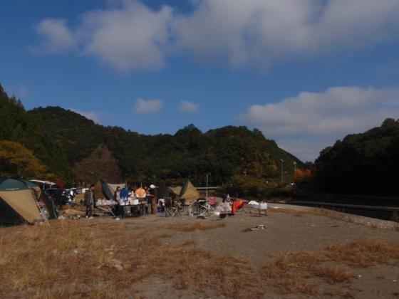 25 キャンプ場の朝