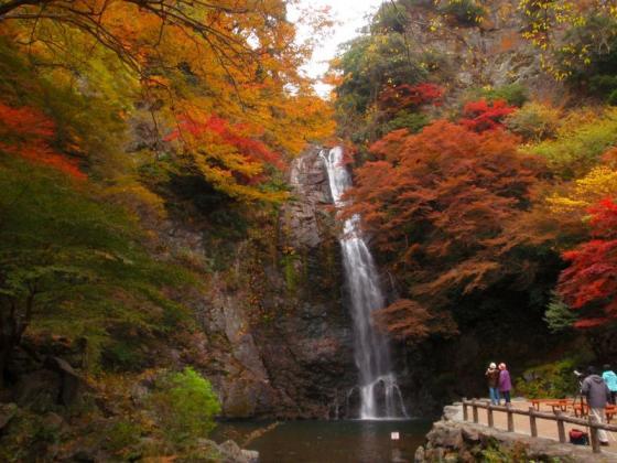 10 箕面滝