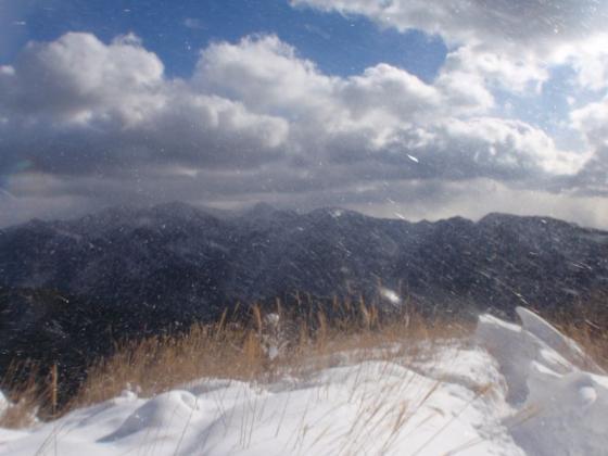 14 上に伸びる雪庇