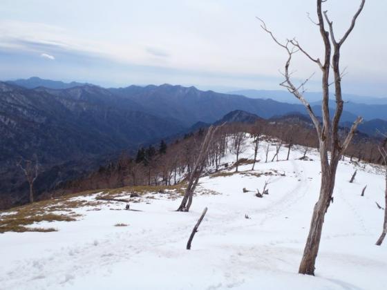 08 南には大峰奥駈道の山並