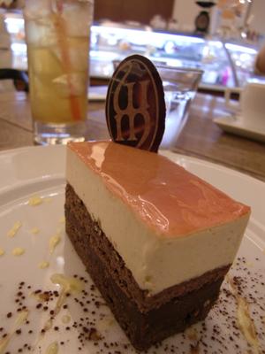 ケーキ神戸にて