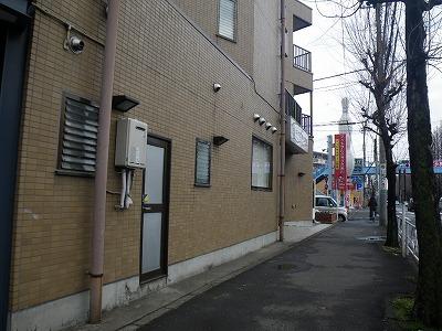 新青梅街道に面したビル