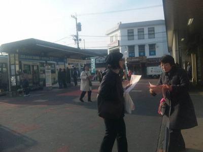 3か所目は新秋津駅頭