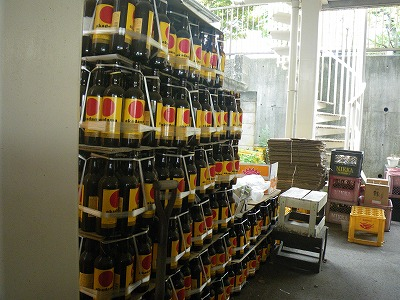ビン業者倉庫の赤玉ポートワイン