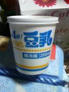 お豆腐屋さんの豆乳。