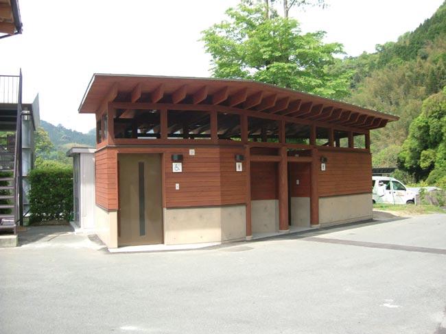 081212_佐俣屋外トイレ1