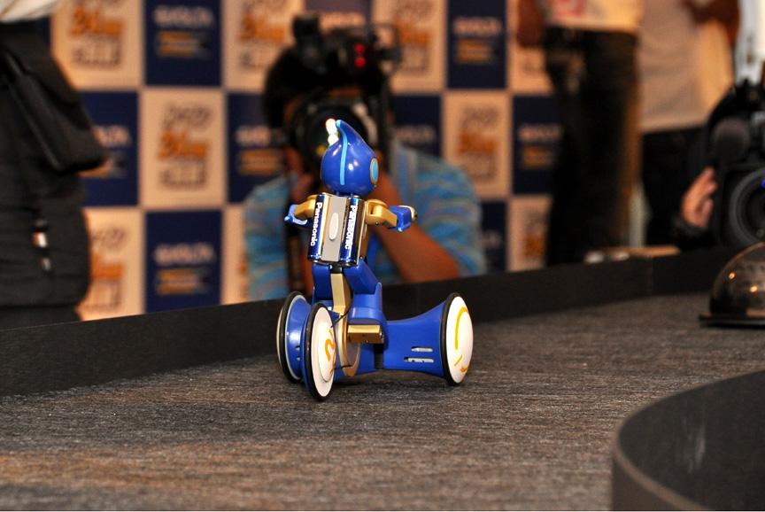 3輪車型ロボット「エボルタ号」