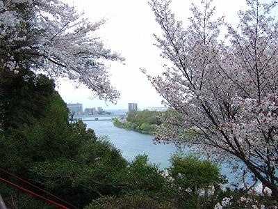 石山寺から琵琶湖をのぞむ