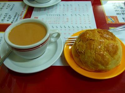 ミルクティーとパイナップルパン