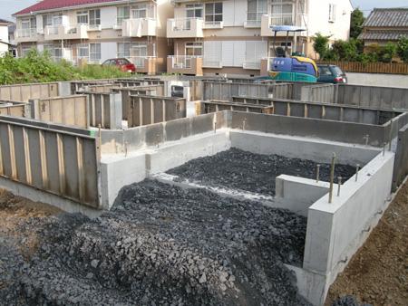 基礎工事、鉄筋のチェック、コンクリート強度のチェック