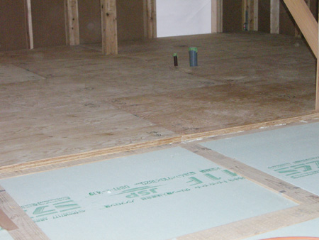 28mmの構造合板で、剛床構造