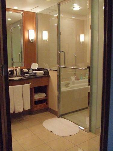 100317-hotel3.jpg