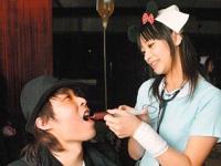 """美人看護婦さんがカクテルを口に""""お注射""""してくれる台湾のレストランが話題らしい"""