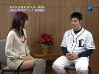日本の美人女子アナが取材時にショートパンツで美脚をチラつかせ期待の新人を誘惑している?らしい