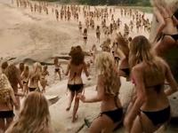 何十人ものビキニ美女が集まってくるCM
