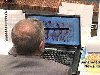 フロリダ州議員が議会の最中にPCでセクシー美女を見てたのが映ってたらしい