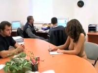 「もしもオフィスに全裸の美人女子社員がいたら・・・」みたいな動画