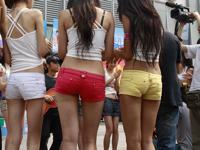 セクシー美女たちが北朝鮮に対するポルトガルの暴行に反対?