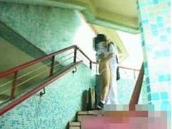 香港の女子中学生が階段で初体験?しようとしてる画像が話題らしい
