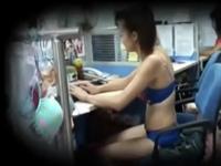 女性スタッフが下着姿で働いてるという会社を隠し撮りした動画が話題らしい