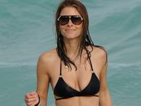 Maria Menounos(マリア・メノウノス)がビキニでハミマンしてるところをパパラッチされたらしい