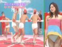 美女のセーターを脱がしていく日本の変態番組が中国で話題らしい