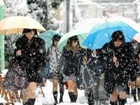 「なぜ日本の女子高生は雪が降ってもミニスカートなのだ!?」と中国で話題らしい