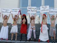 ニュージーランドラジオ局の「賞品はウクライナの妻」にFEMENが怒りのトップレスデモ