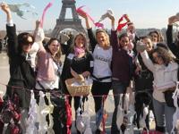 パリで使用済みのブラジャーを回収・販売するバザー「スプリング・クリーニング」を開催