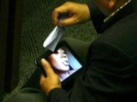 インドネシア議会の審議中にポルノ動画を見ていた議員が辞任
