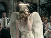 香りに釣られて美人天使も空から落ちてくる!? 「NEW LYNX EXCITE」 TVCM