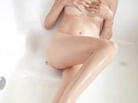 ツルツルボディのセクシー画像