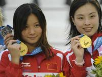 中国の美人飛び込み選手 何姿(He Zi) のペアが世界水泳3メートルシンクロ板飛び込みで優勝