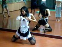 メイド服でストリッパーの踊りをしてるセクシーダンス動画