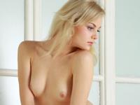 ロシア美女 Janice セクシーヌード画像