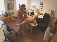 監視カメラに写ったオフィス内セックスの画像