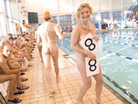 ヌーディストの国際水泳大会?