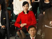 オバマ大統領が演説してる後ろの傍観者にすごい美人がいたと話題らしい