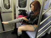 ノーパンツで地下鉄に乗ろうイベント 「No Pants Subway Ride 2012」 1/8実施