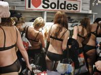 「下着で来店したら好きな服がタダ!」 Desigual(デスイグアル) リヨン店で実施