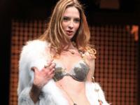 パリで高級下着の見本市「Salon de la Lingerie(国際ランジェリー展)2012」開催