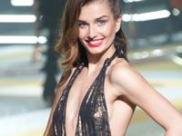 Etamがパリで「エタム ランジェリー・コレクションショー 2012」を開催