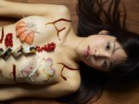 美女の芸術的女体盛りの画像