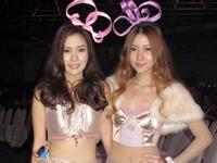 セクシー美女になったタイの人気双子アイドルユニット「Neko Jump」 タイのシラチャ日本祭りに登場