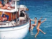 """""""歴史を変えたかもしれない"""" JFKが4人の全裸女性と遊んでいる写真?が公開されたらしい"""