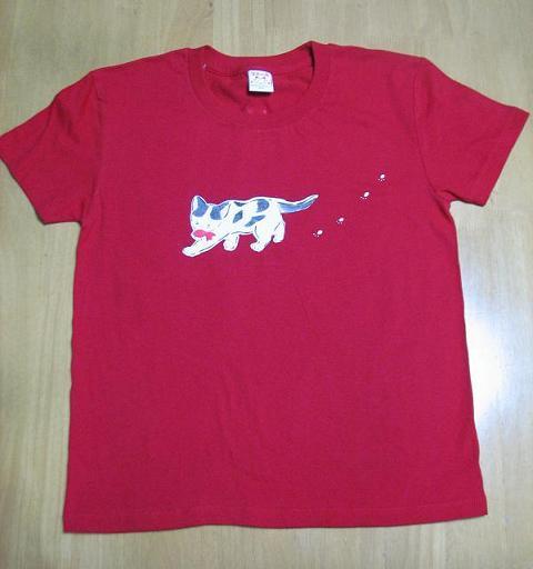 どろにゃあTシャツ前赤