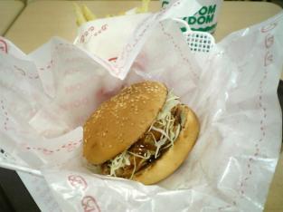 ドムドムハンバーガーで甘辛チキンバーガーセット003