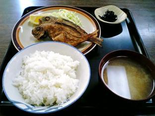 山田ホームレストラン本日の定食B魚から揚げ004